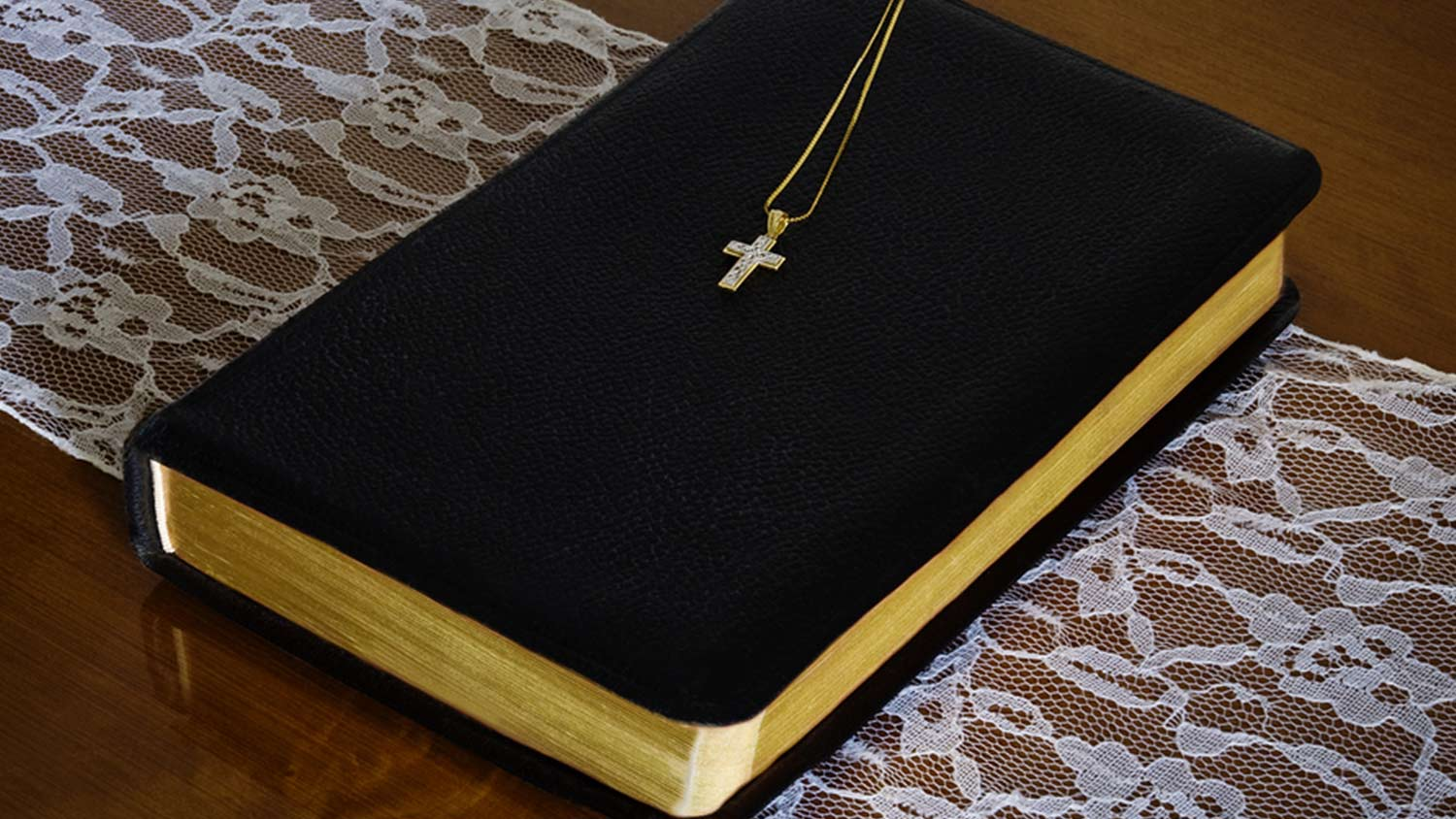 img-cross-necklace