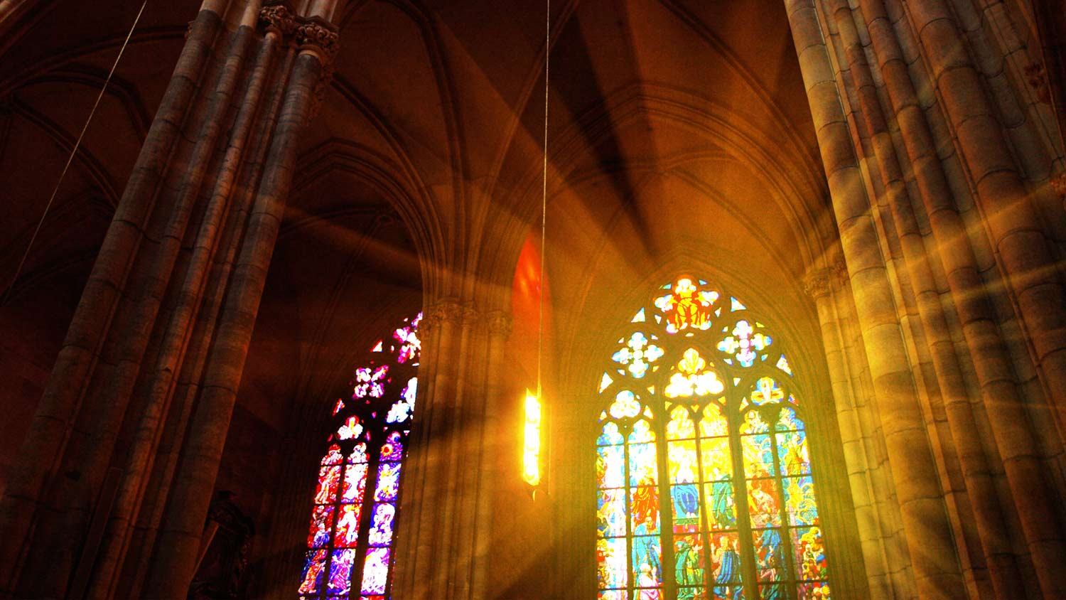 img-church-sunrays