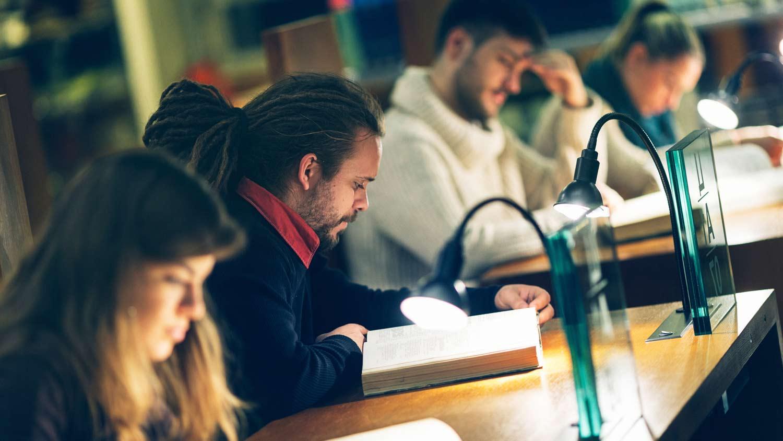 img-university-students