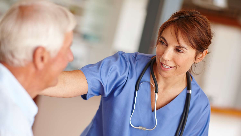 img-nurse-looking-at-patient