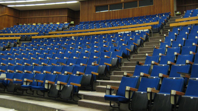 universitylecturehall_13019