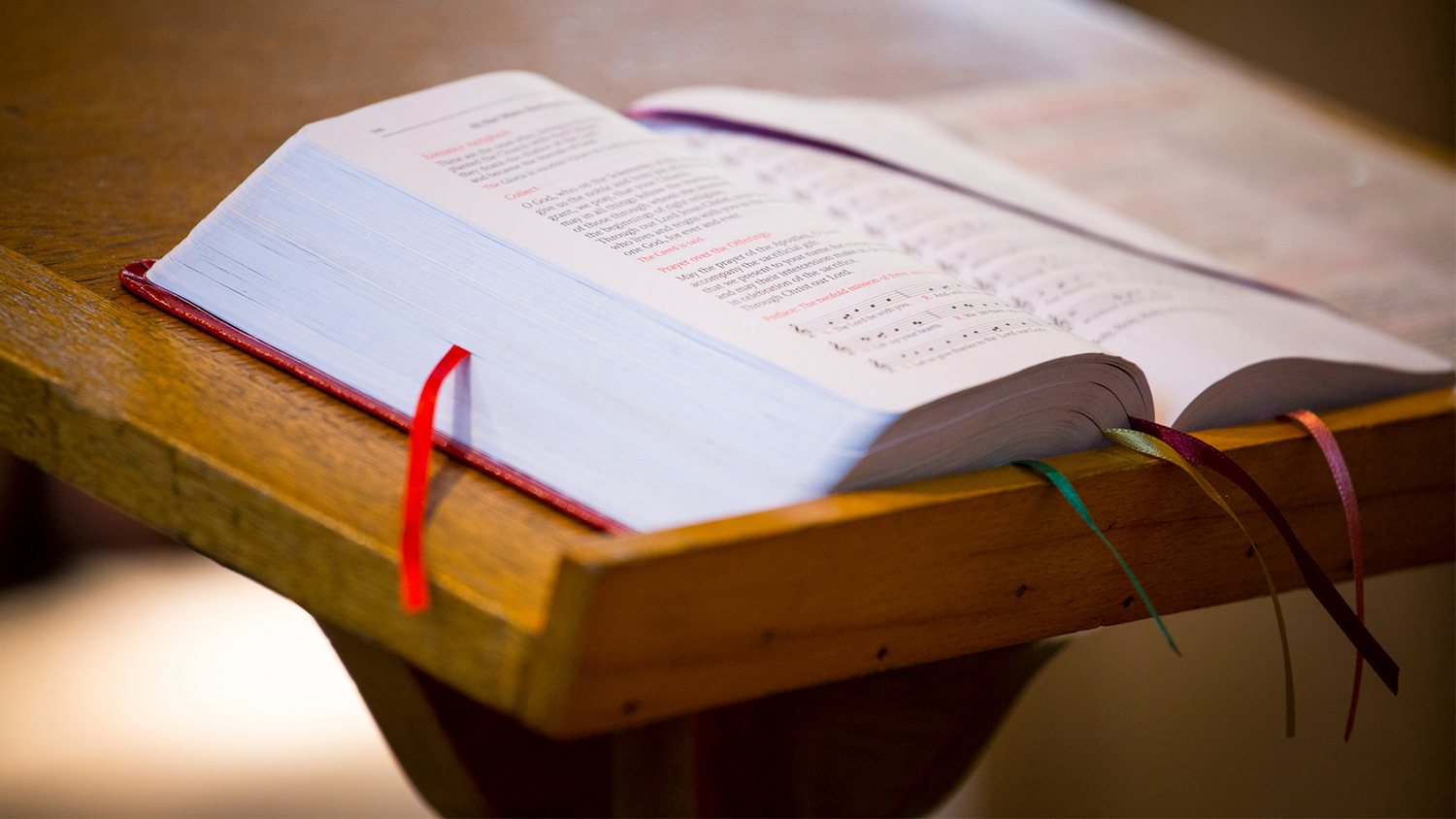 img-bible-on-pulpit