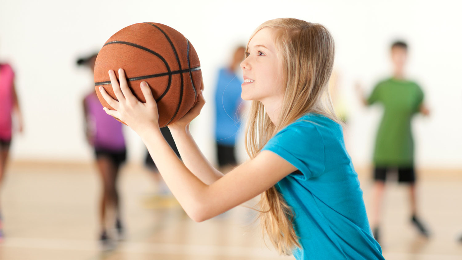 img-girl-playing-basketball