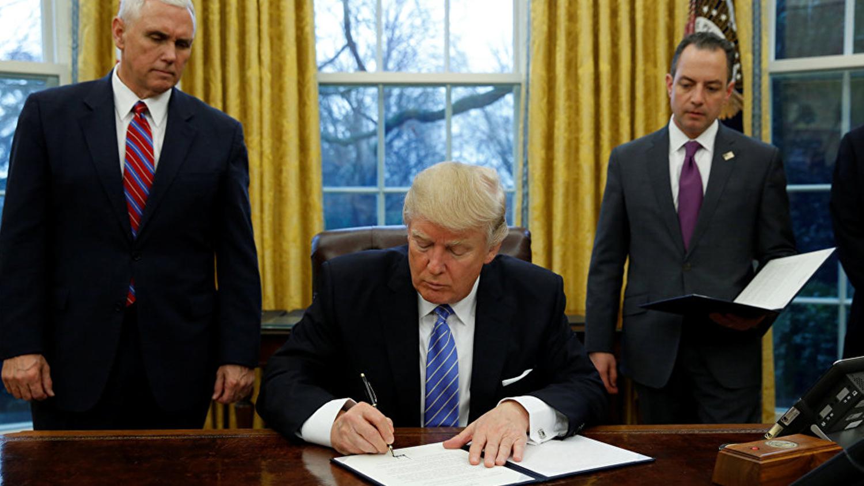 img-trump-signing