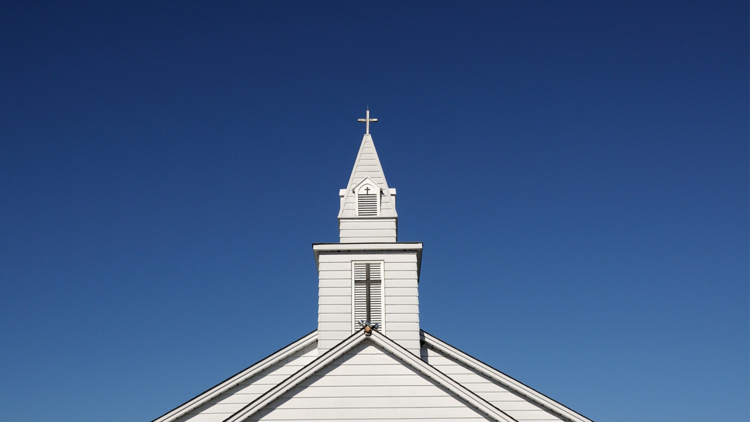 img-white-church-steeple