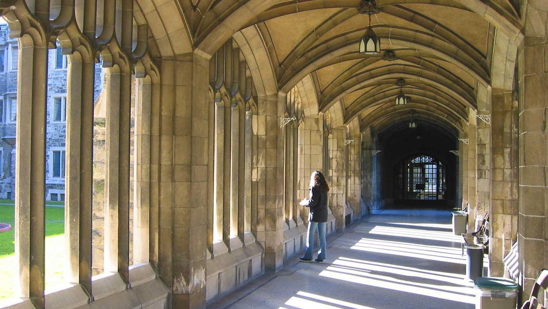 img-Nov-Uvrty-hallway