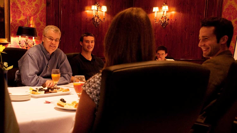 img-Alan-at-dinner