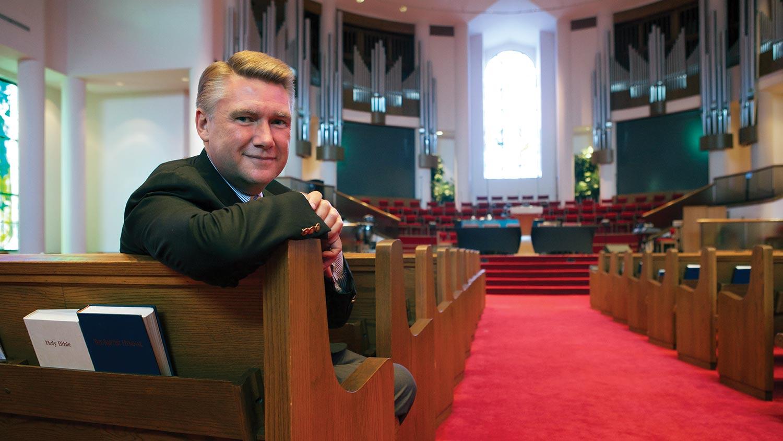 img-DrMarkHarris-church-pew