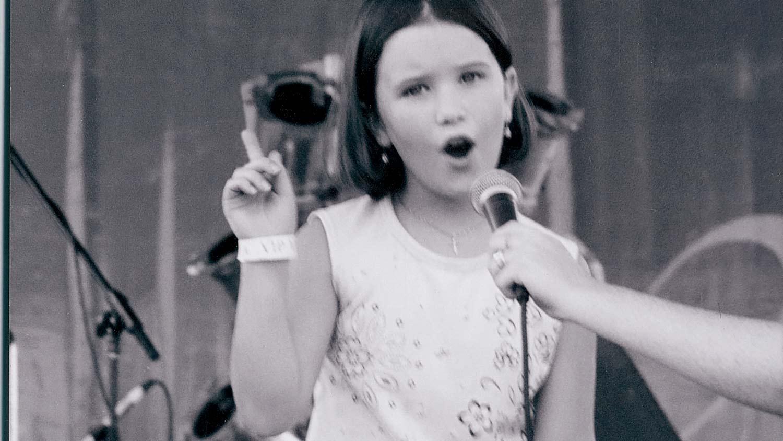 img-olivia-onstage