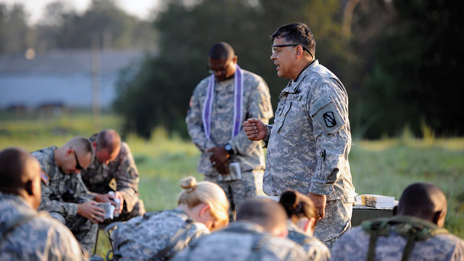 img-soldiers-in-prayer