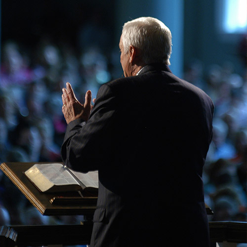 img-pastor-preaching